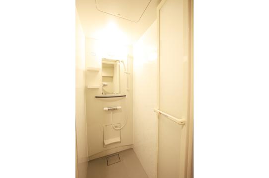 シャワールームも男女別に複数あります