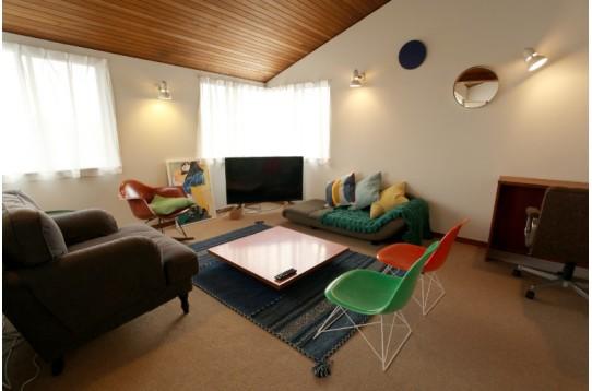 くつろげるスペースにはオシャレな家具