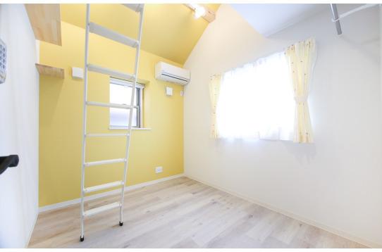 202号室:元気の出そうな黄色!