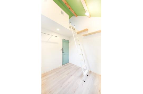 204号室:明るさが際立つ緑色でまとめました