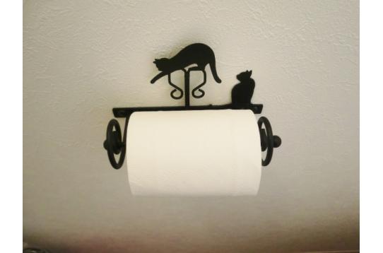ペーパーホルダー、タオル掛けも猫デザイン仕様