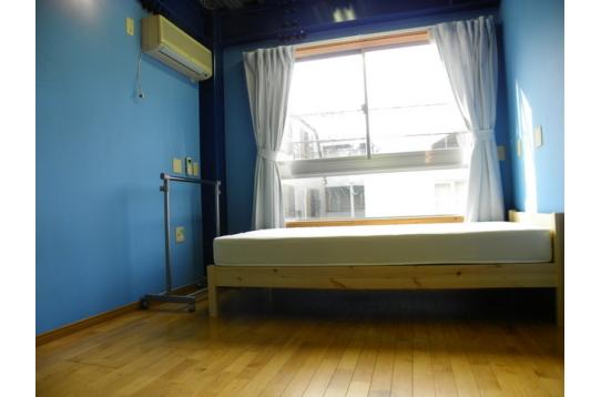 青いお部屋が可愛らしい202号室