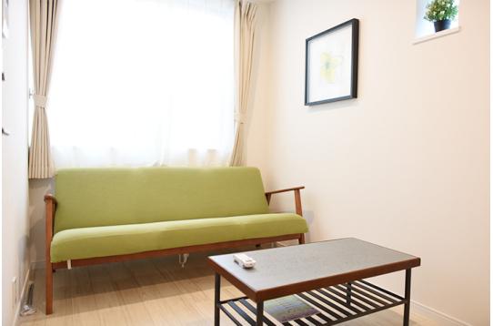 フリールームにはくつろげるようにソファが!