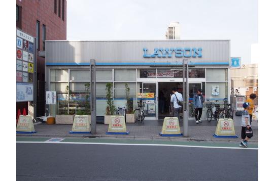 東武練馬駅北口すぐのコンビニの様子