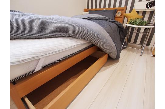 ベッドの下に収納スペースがあります。