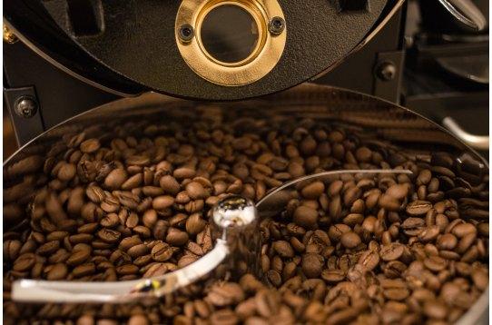 焙煎機にてコーヒー焙煎