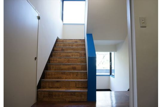 階段も各フロアにあわせて……