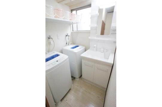 洗面所「洗濯機2台無料です」