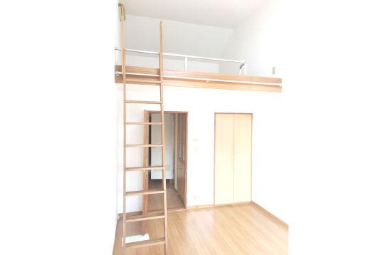 ロフト有。家具無し賃料67000円~