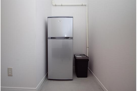 各部屋に1台ずつ、個別冷蔵庫を用意しています