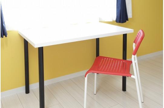 全部屋に机と椅子も完備