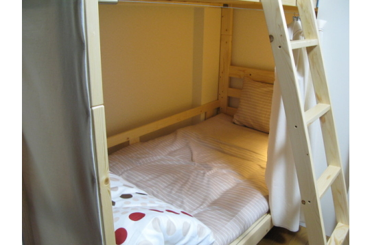 ドミトリーもキレイなベッドですね!