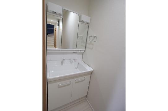 1階にも2階にも洗面台が複数あります