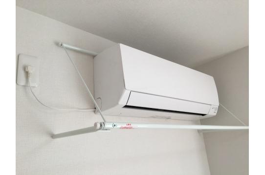 各居室にエアコンとエアコンハンガー付きです。