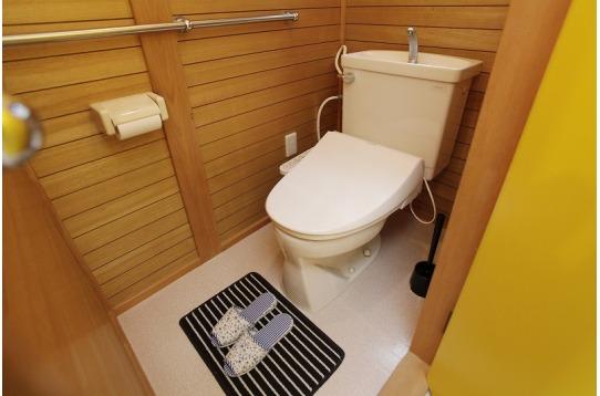 温水便座付のトイレが2つ