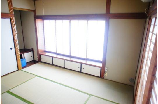 一番広い和室(204号室)。日当たりも抜群です。