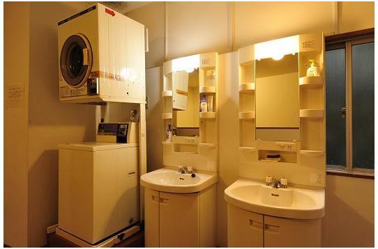 洗面台は合計4台あります!
