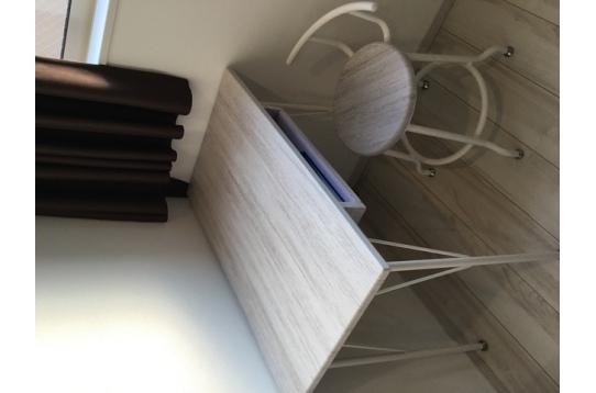 化粧台、仕事場、読書スペースとして