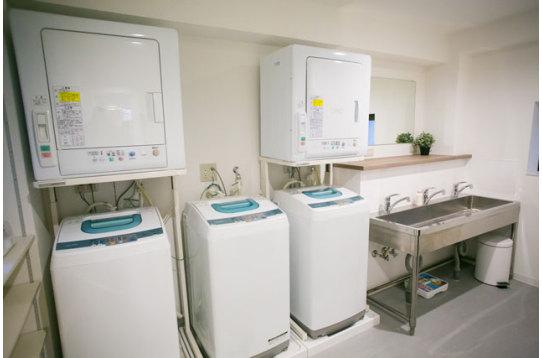 洗濯機3台、無料。 乾燥機2台、無料。