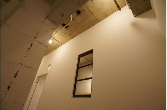 303号室の装飾窓の様子