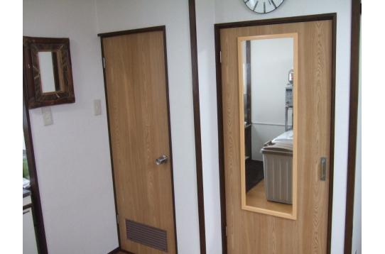 トイレドアと収納ドア