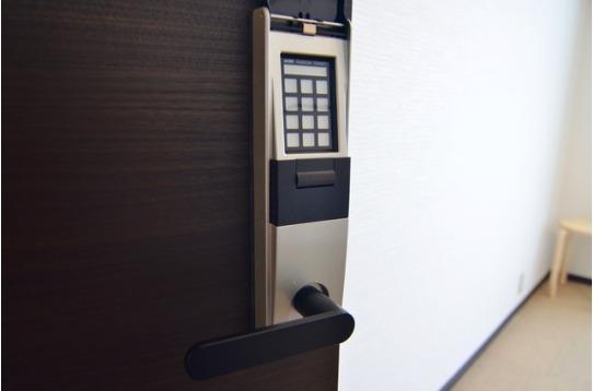 各部屋電子錠付き