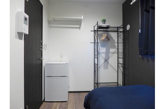 一部屋に一台冷蔵庫やハンガーラックがついています♪