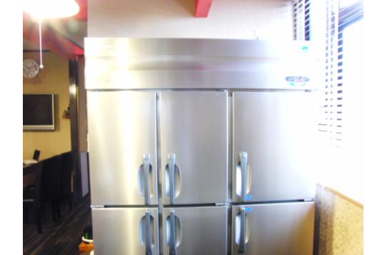 エコな業務用冷蔵庫。エコエコ^^