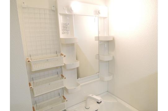 洗面所も各自使用するものを分けて管理できます。