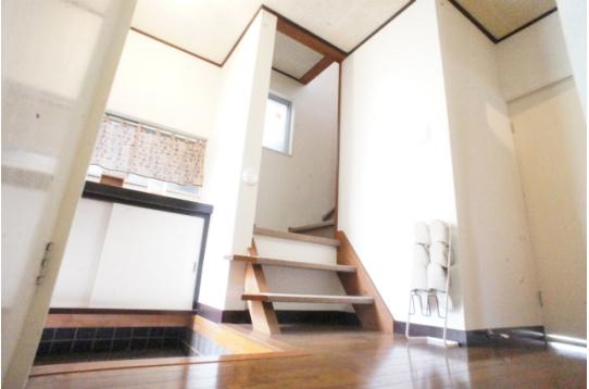 2階への階段付近