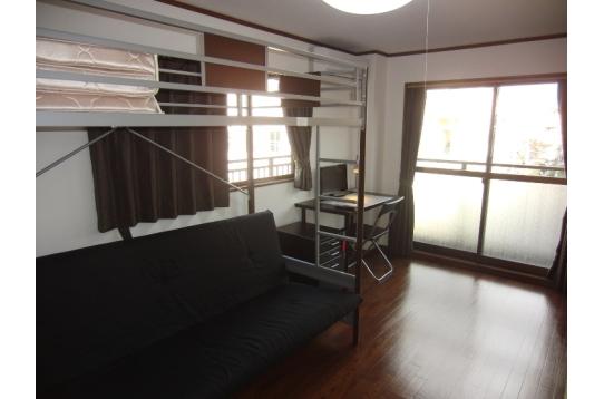 305号室 角部屋2面採光・大型収納付き