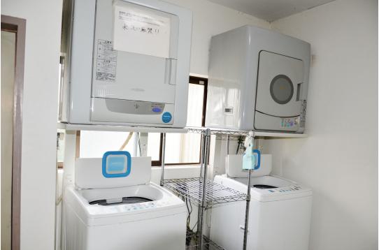洗濯機、乾燥機は各4つずつ