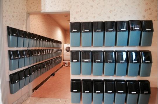 各部屋のポストが設置されています。