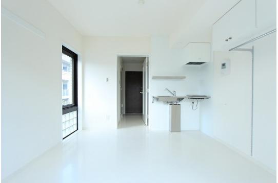 白を基調としたシンプルな室内です。