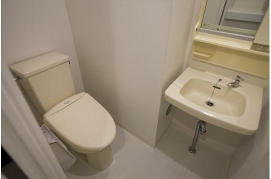 ☆ベーシックタイプの個室には洗面・トイレ付き☆