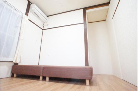 202号室。収納スペースが便利です。