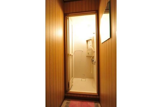 シャワールームもキレイでしょ?