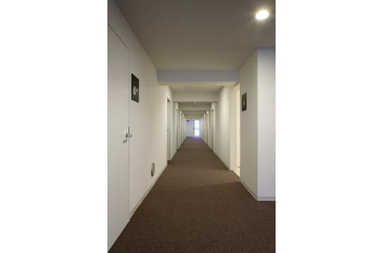 ホテルライクな廊下