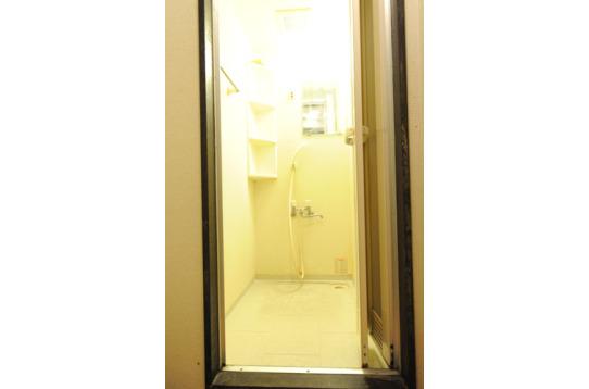 鍵付き脱衣所有りのシャワールーム(全2ブース)