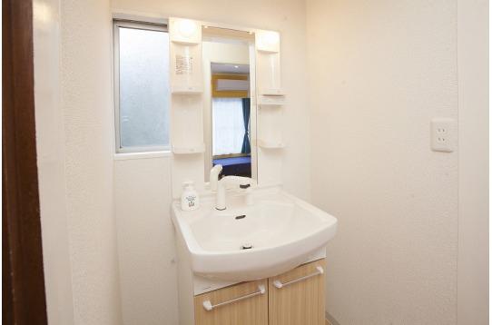 洗面台も各階に1つづつ、計2つ完備