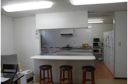 コモンルームから見たキッチン。