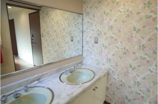 おしゃれな洗面台、各フロアにあります