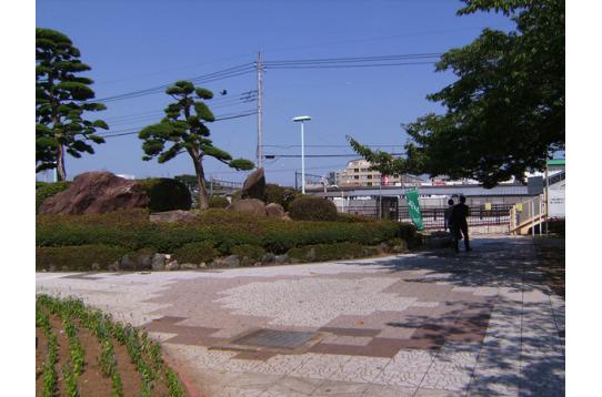 駅近くの緑