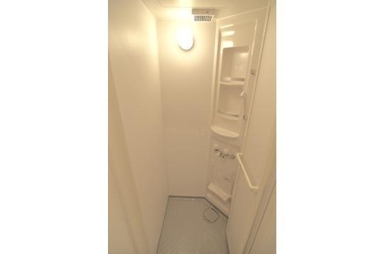 シャワーは1階に2箇所ご用意しております