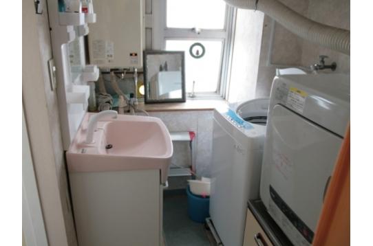 洗面化粧台、洗濯機、乾燥機 全て無料です。