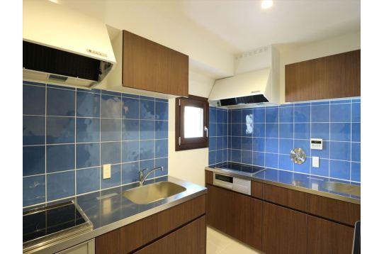 キッチンは大型シンクを2つ入れてます。