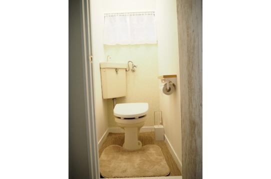 トイレは1Fと2Fともにあり