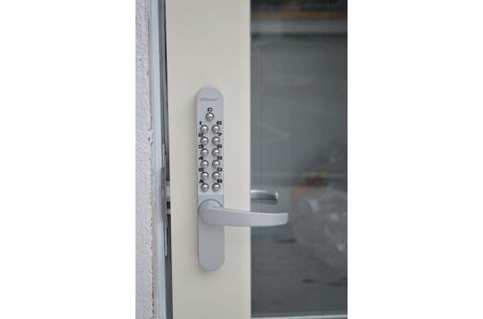 入口は安心のキーレックスです。