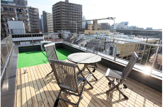 天気の良い日は、屋上でカフェ気分が味わえます♪