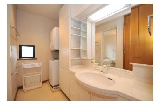 洗面台も広々としており清潔感があります